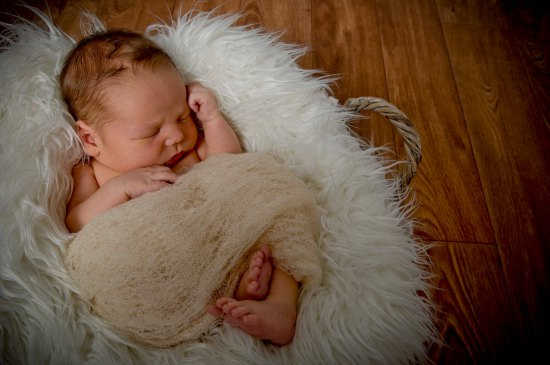 Hello Baby!™ Natural Newborn - Gift Experience Package (Special Deal: saving 50% on Standard Session Fee!)
